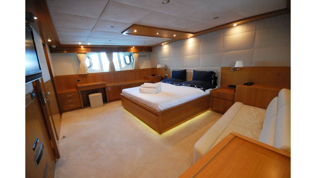 White Motoryacht (58)