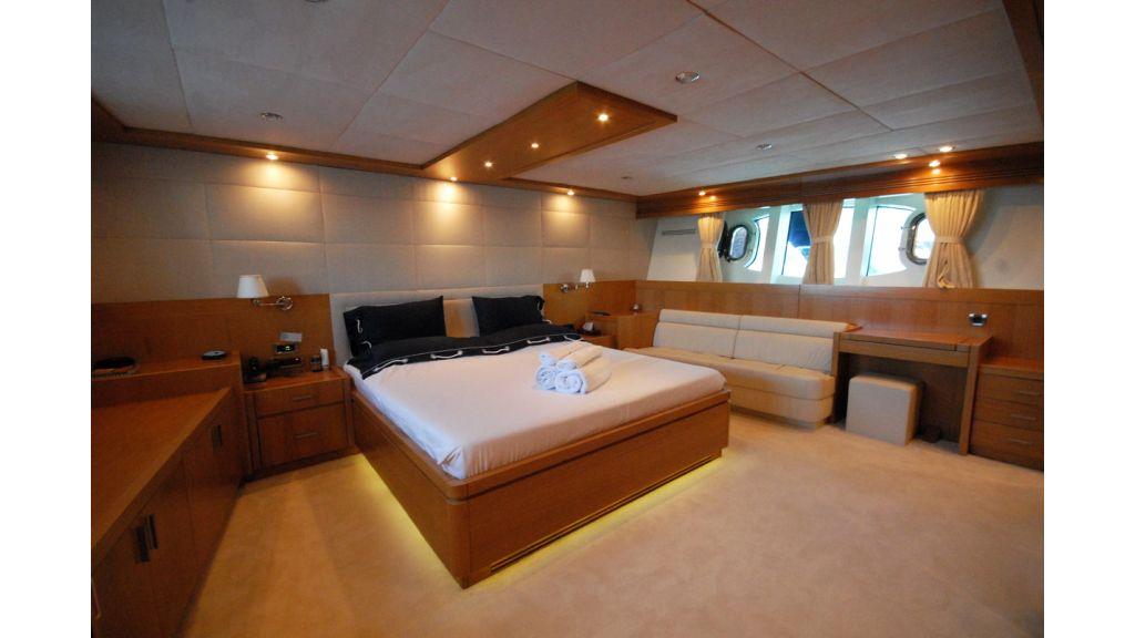 White Motoryacht (59)