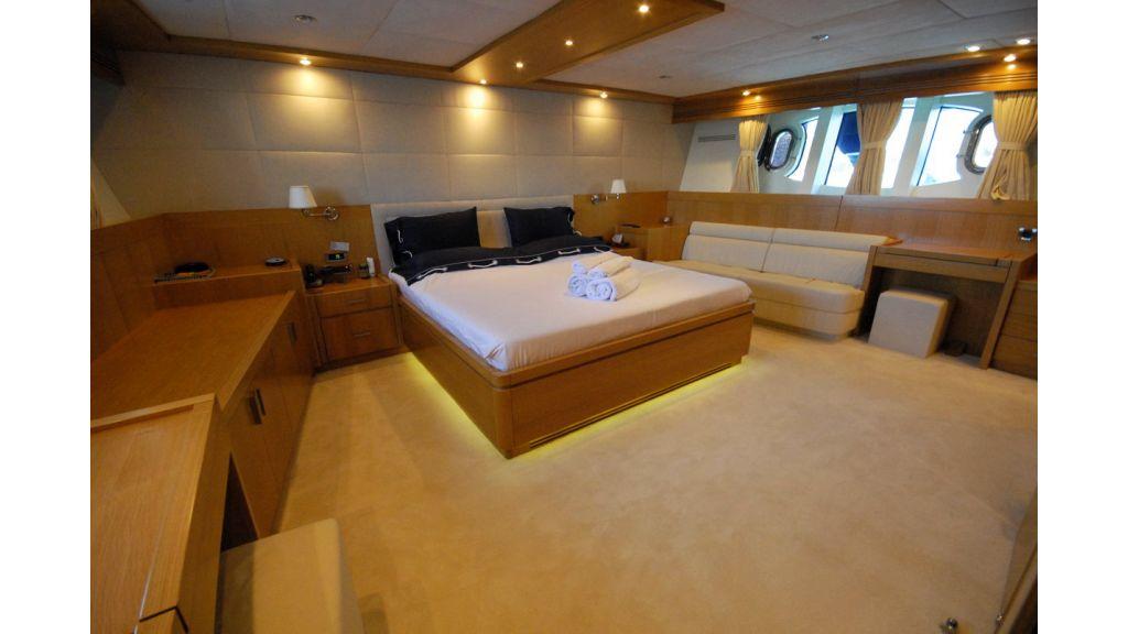 White Motoryacht (60)
