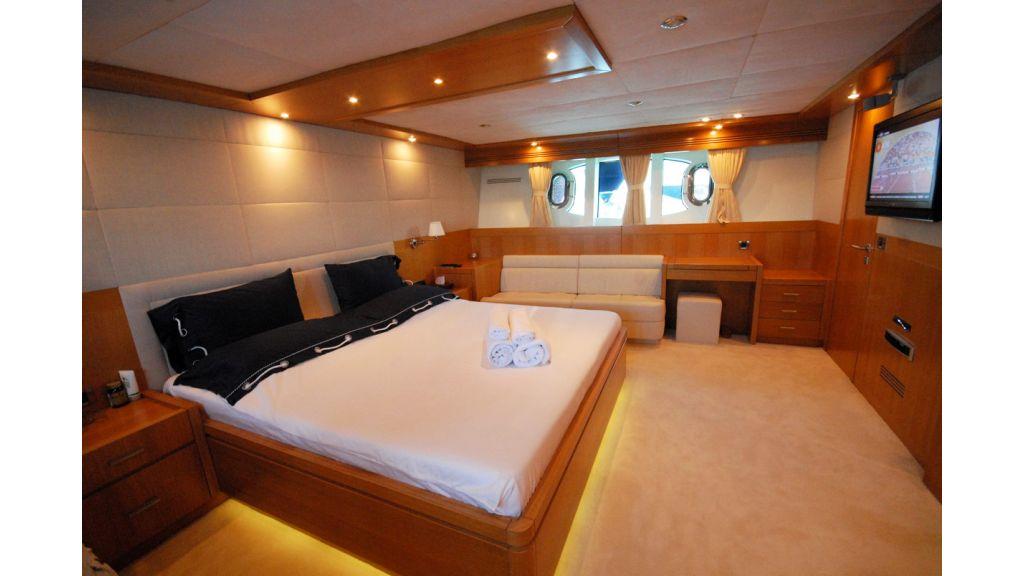 White Motoryacht (62)