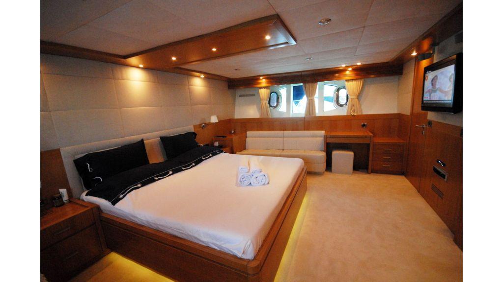 White Motoryacht (63)