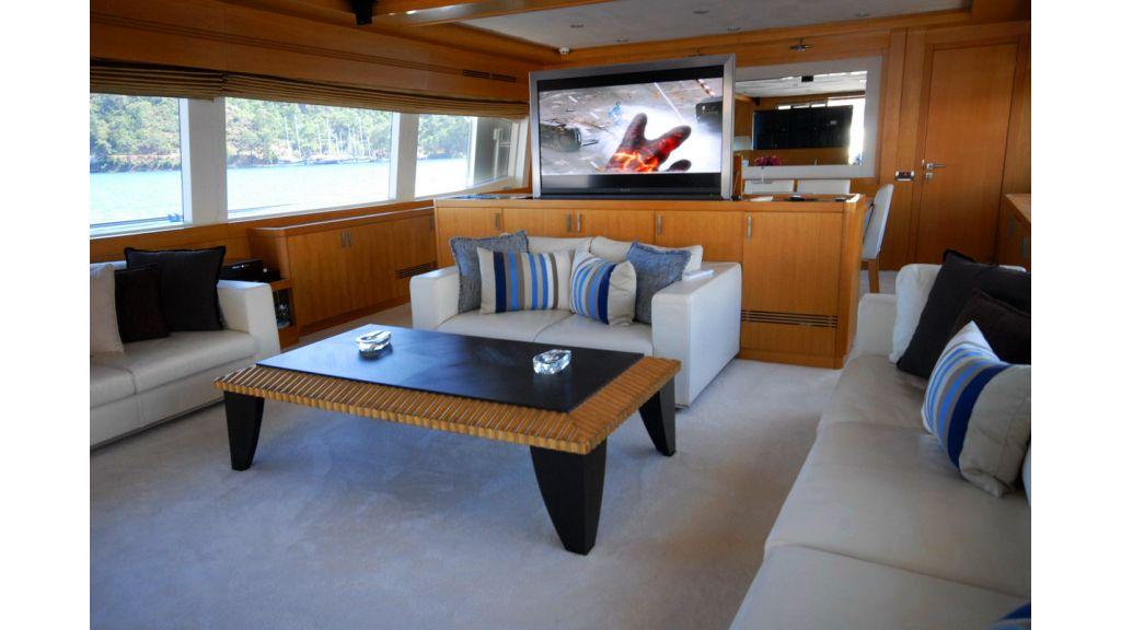 White Motoryacht (65)