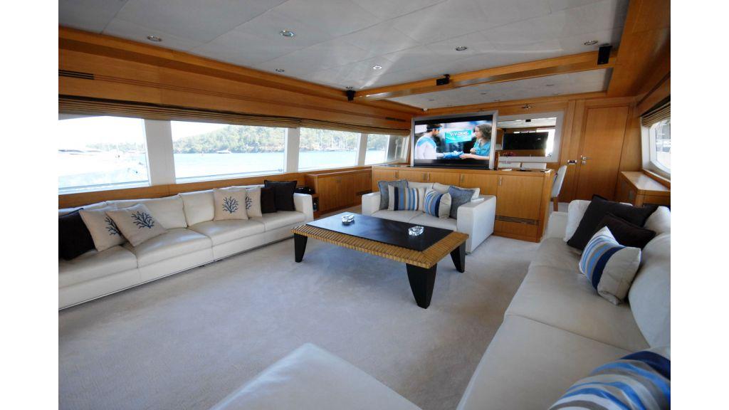 White Motoryacht (66)