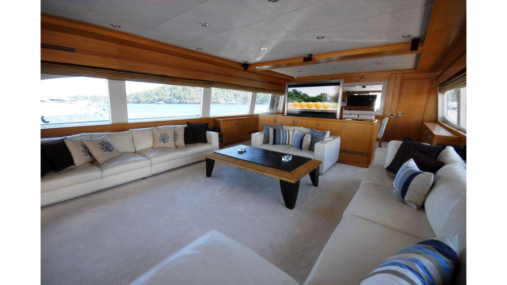 White Motoryacht (67)