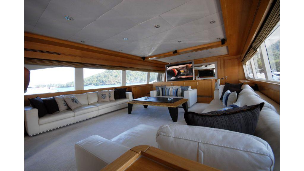 White Motoryacht (68)
