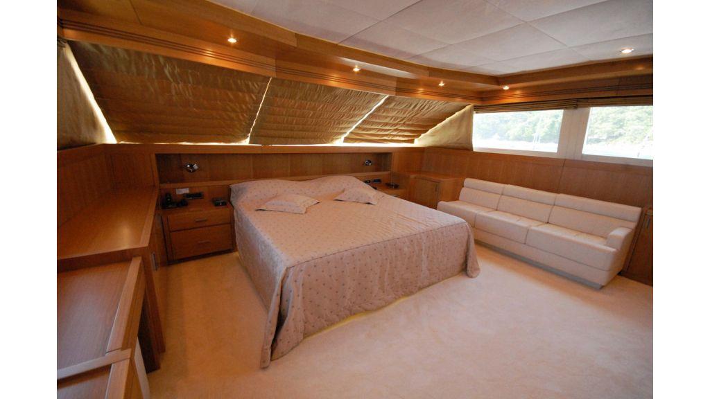 White Motoryacht (73)