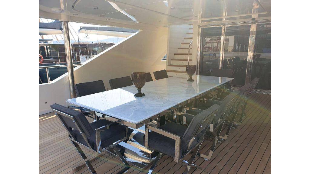 Vetro Motor Yacht Lower Deck 25