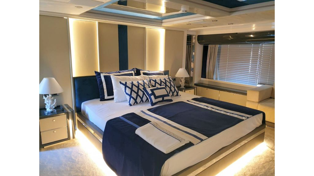Vetro Motor Yacht Lower Deck Aft Cabin 82
