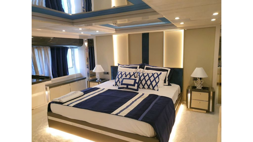Vetro Motor Yacht Lower Deck Aft Cabin 83