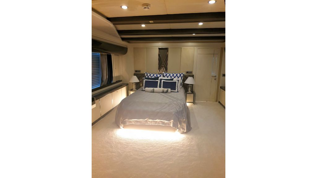 Vetro Motor Yacht Lower Deck Fore Cabin 28