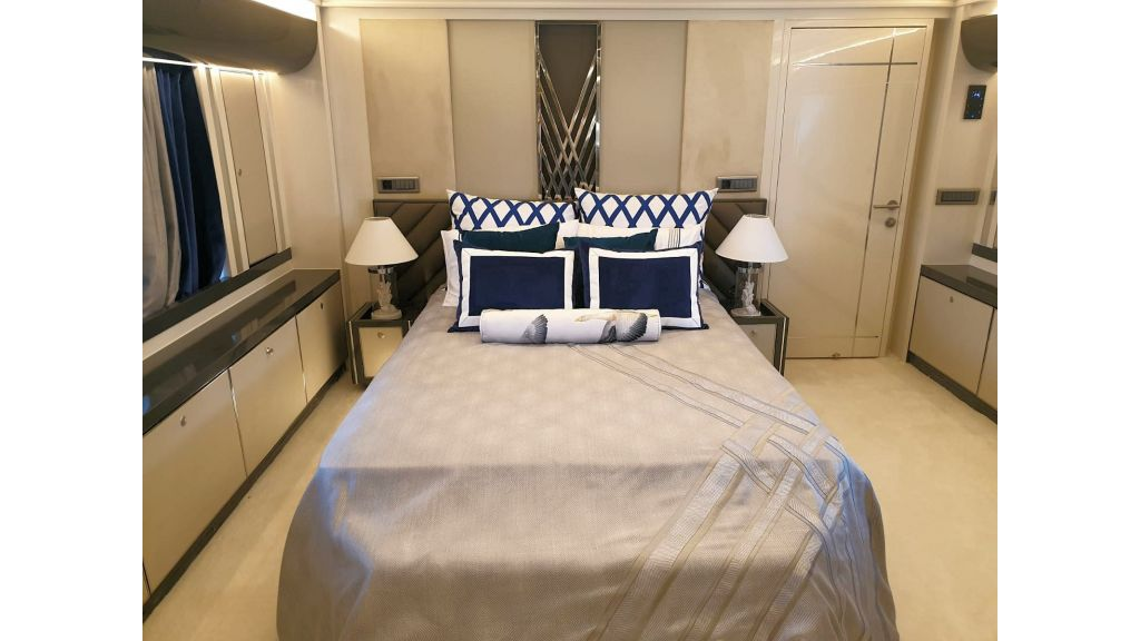 Vetro Motor Yacht Lower Deck Fore Cabin 34