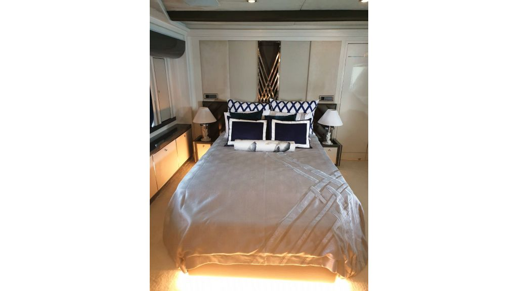 Vetro Motor Yacht Lower Deck Fore Cabin 35