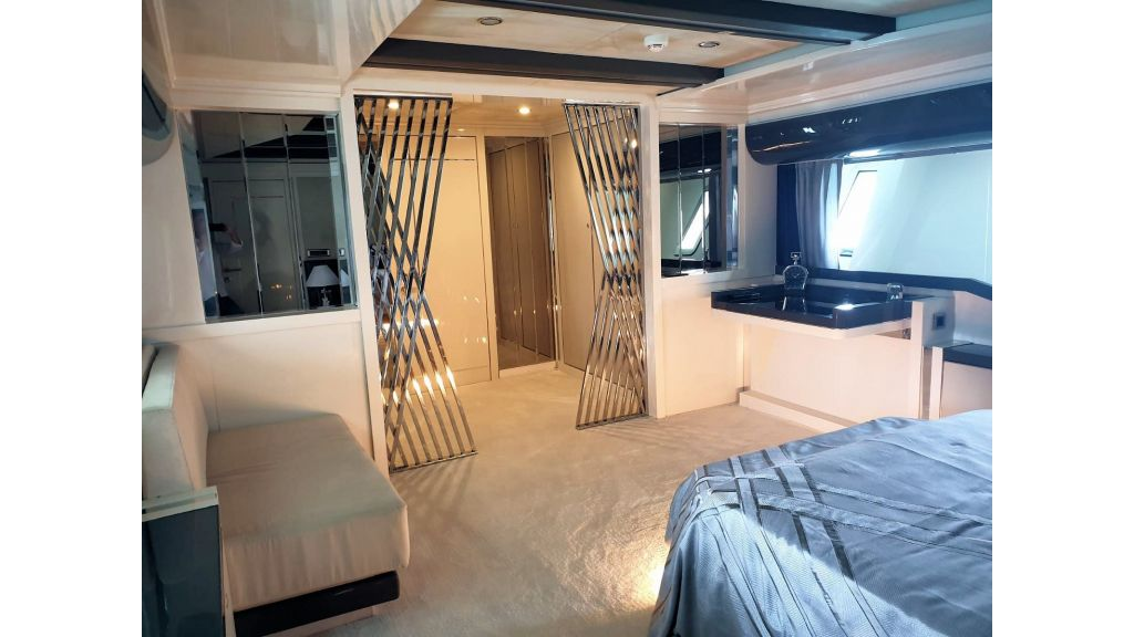 Vetro Motor Yacht Lower Deck Fore Cabin 36