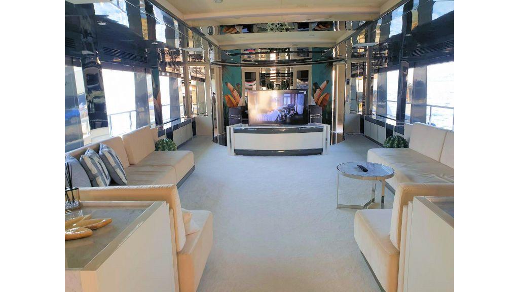 Vetro Motor Yacht Main Saloon 24