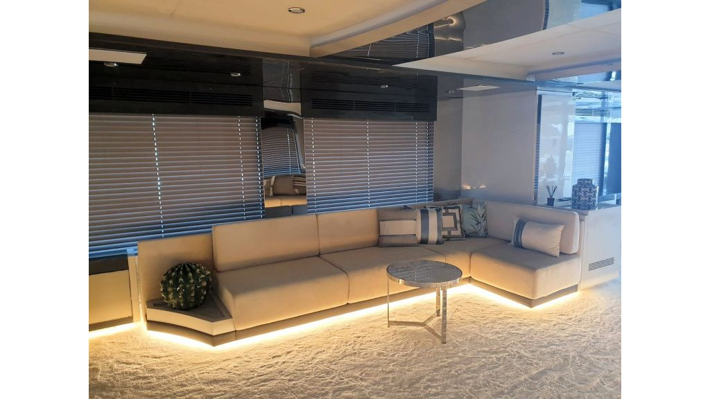 Vetro Motor Yacht Main Saloon 67