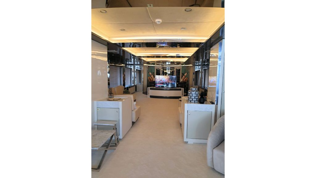 Vetro Motor Yacht Main Saloon 70