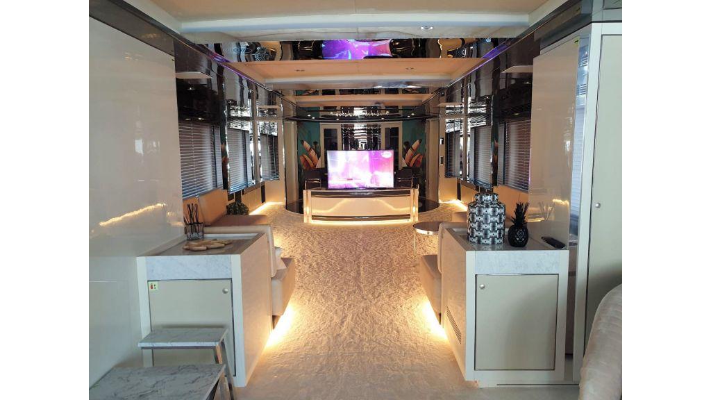 Vetro Motor Yacht Main Saloon 72