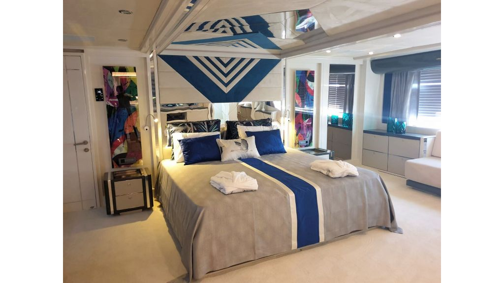 Vetro Motor Yacht Master Cabin 86