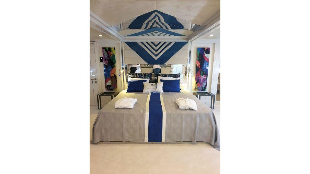 Vetro Motor Yacht Master Cabin 87