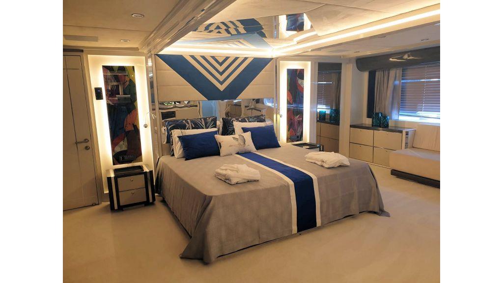 Vetro Motor Yacht Master Cabin 88