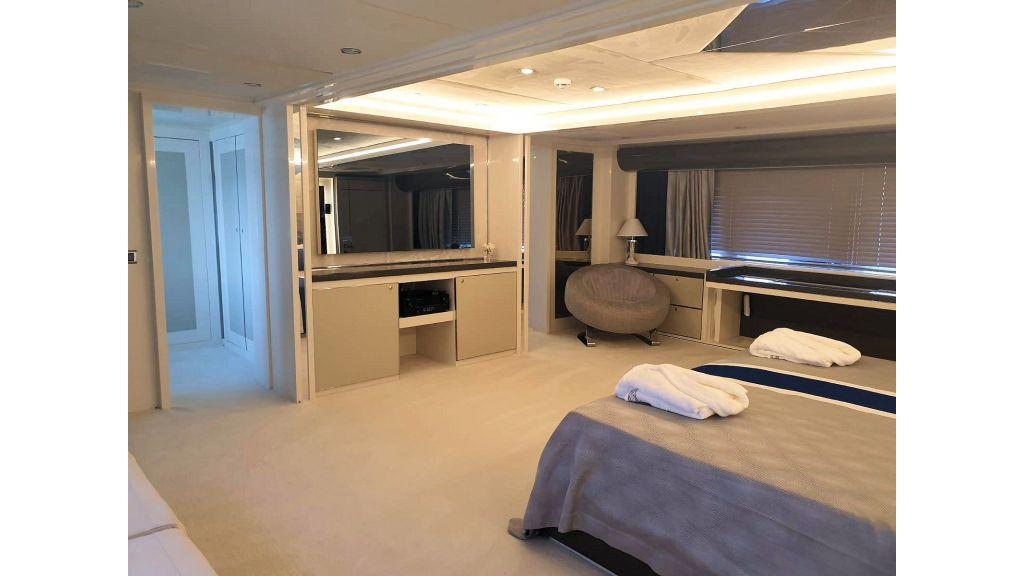 Vetro Motor Yacht Master Cabin 9