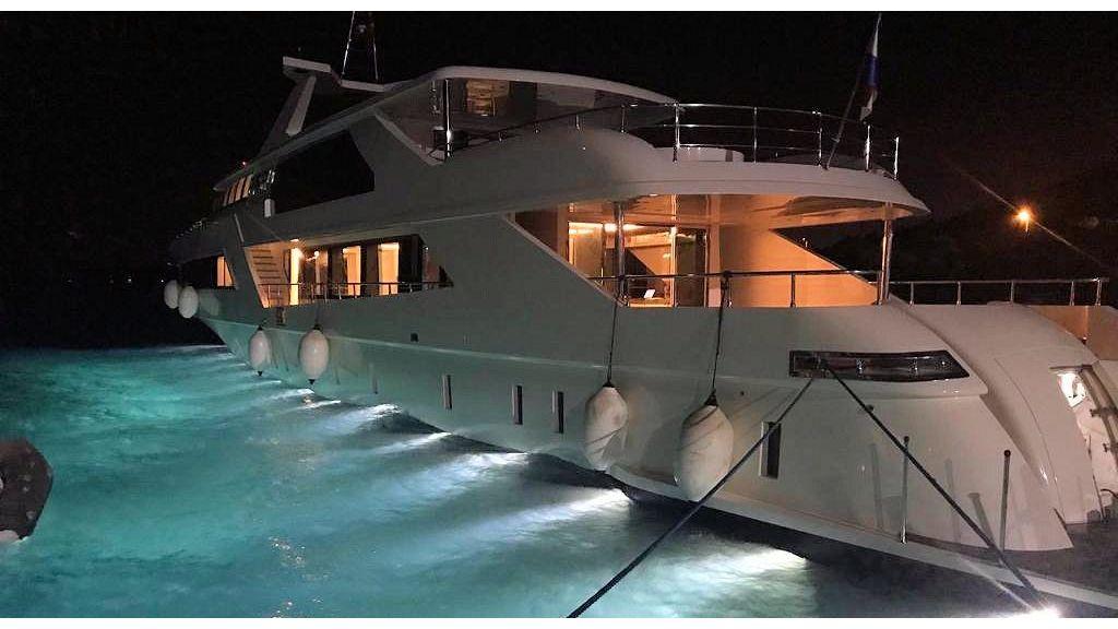 Vetro Motor Yacht - Night 2