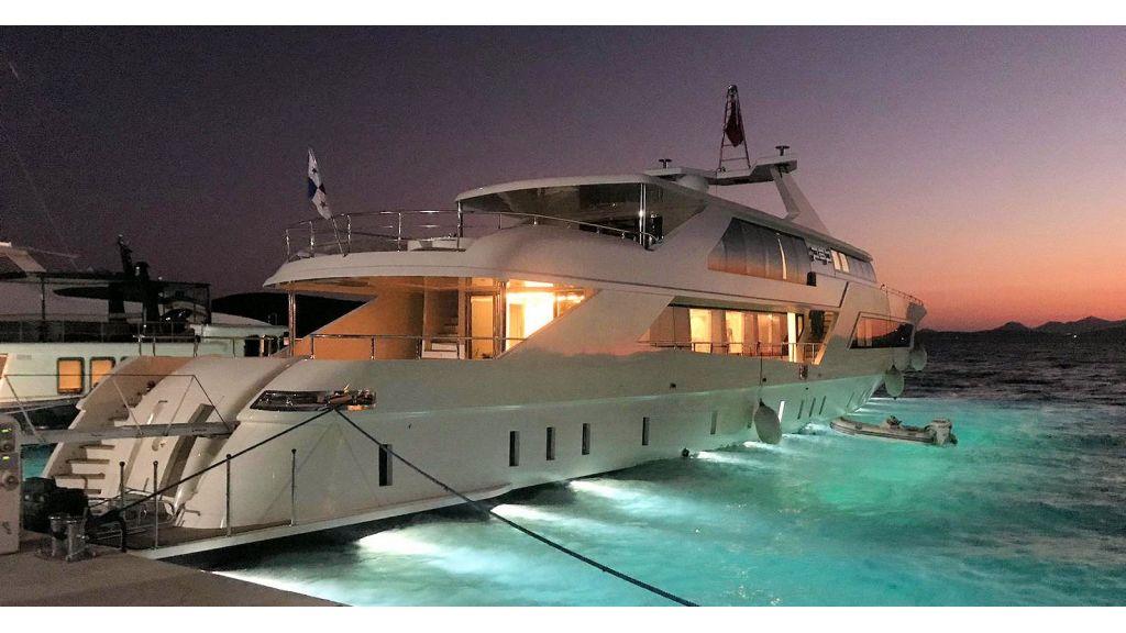 Vetro Motor Yacht - Night Master