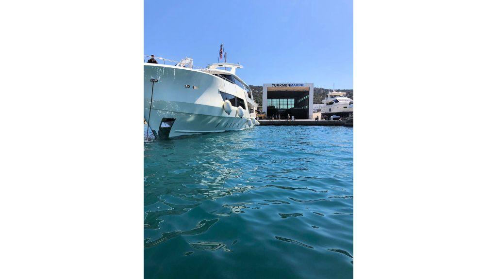 Vetro Motor Yacht - Outside
