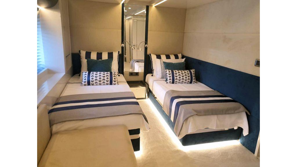 Vetro Motor Yacht Twin Cabin 14