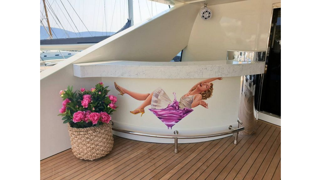 Vetro Motor Yacht - Upper Deck Bar 57