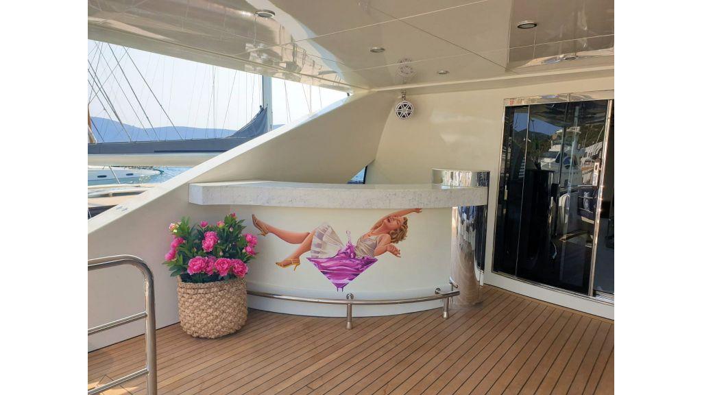 Vetro Motor Yacht - Upper Deck Bar 60