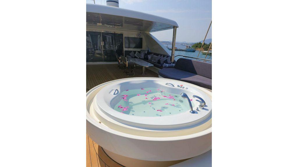 Vetro Motor Yacht - Upper Deck Jakuzi 58