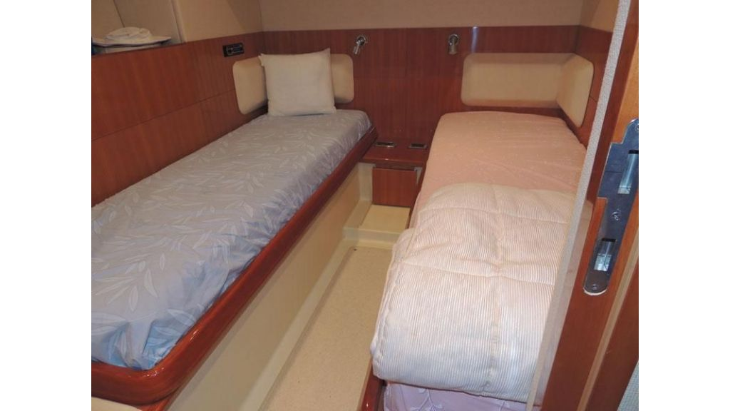 Aicon 54 For charter yacht  (14)