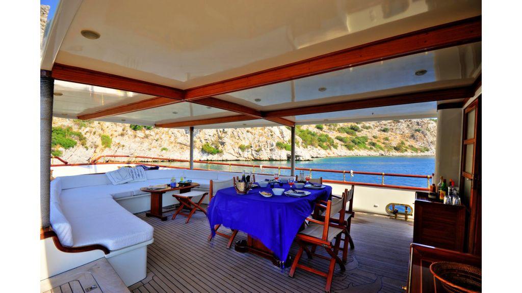 Custom Line Classic Yacht