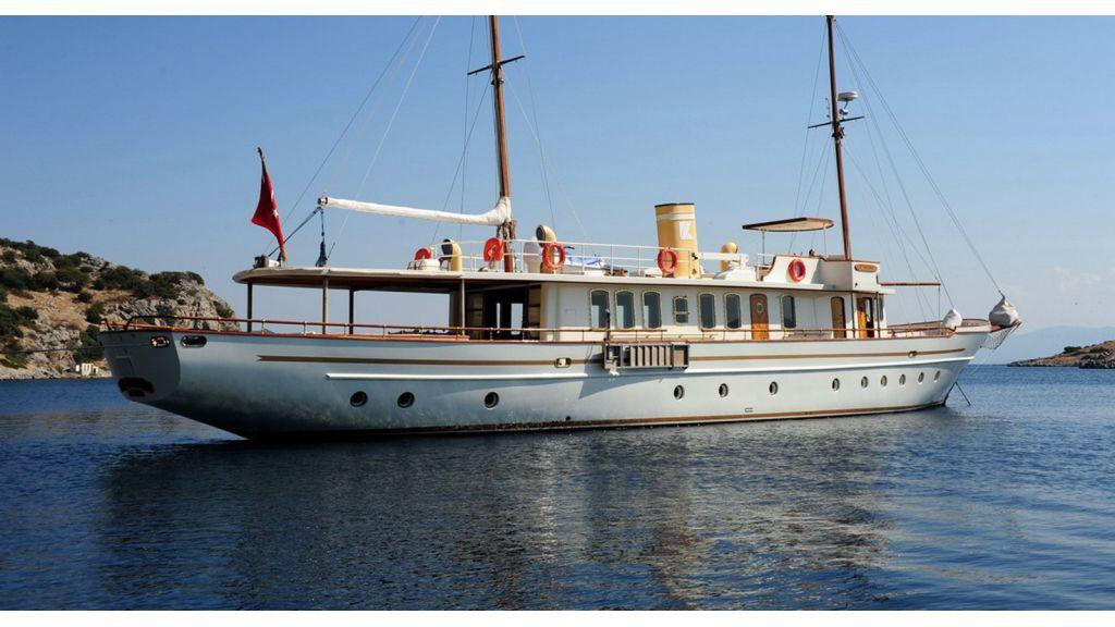 Custom Line Classic Motoryacht (2)