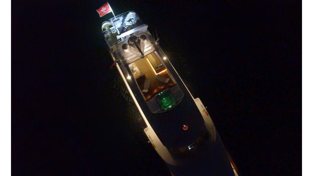40-m-aluminium-hull-motor-yacht-10