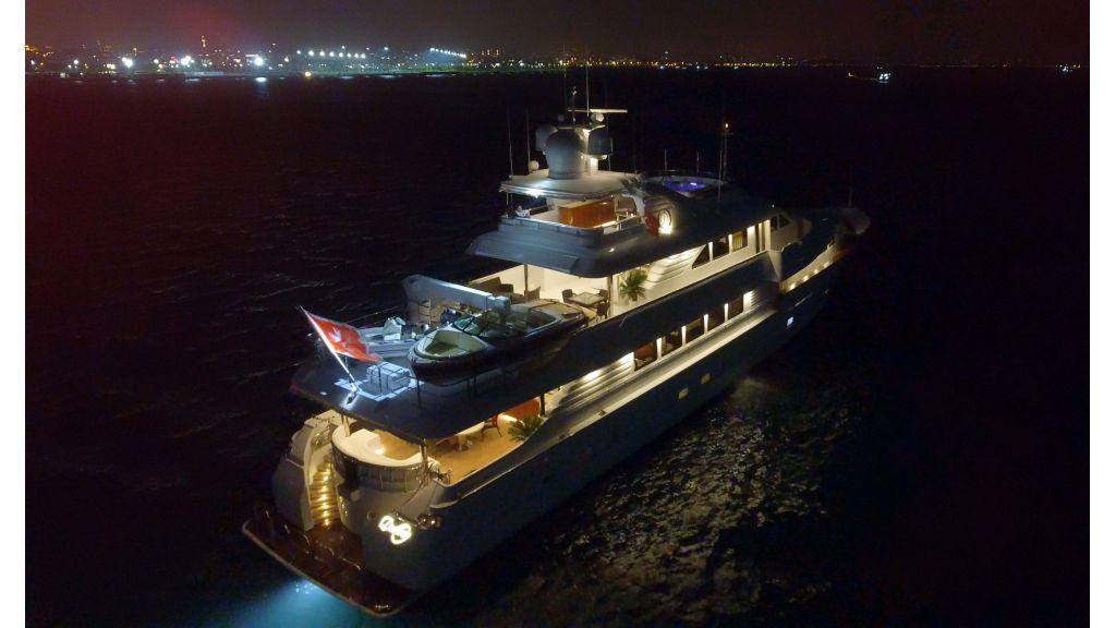 40-m-aluminium-hull-motor-yacht-11