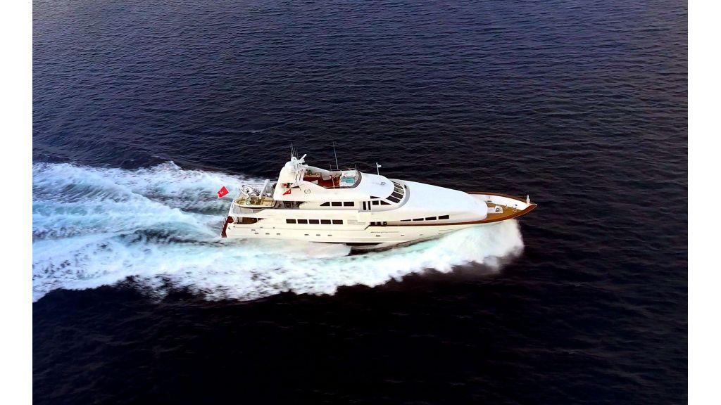 40-m-aluminium-hull-motor-yacht-12