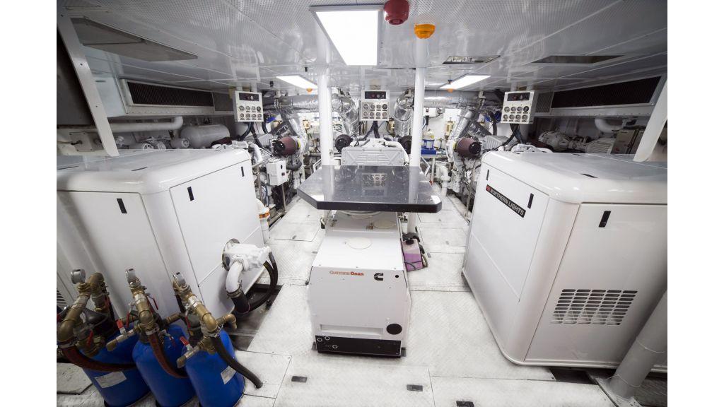 40-m-aluminium-hull-motor-yacht-19