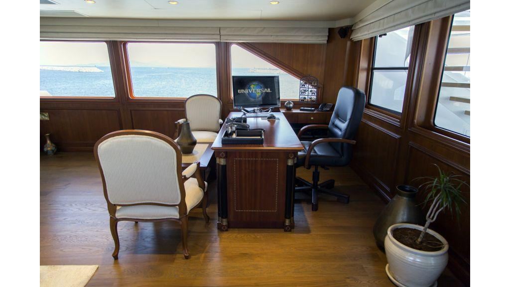 40-m-aluminium-hull-motor-yacht-45