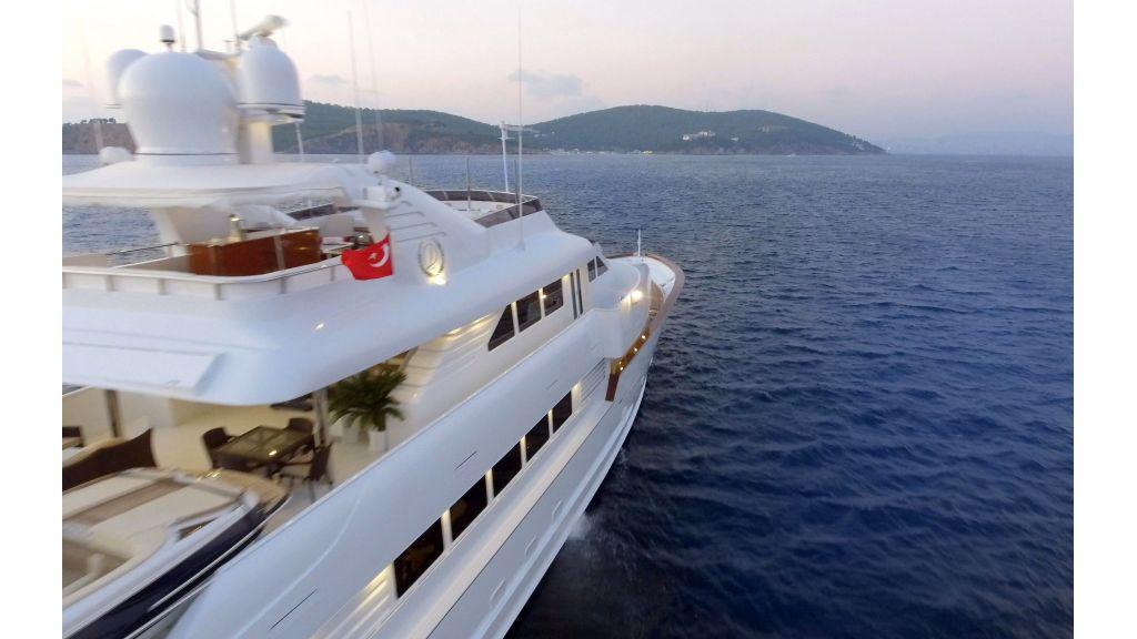 40-m-aluminium-hull-motor-yacht-9