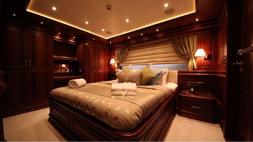 M&M Motor yacht master