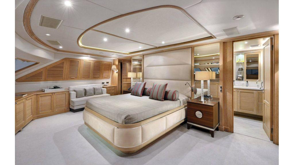 Motor Yacht QuestR (1)