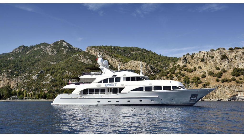 Motor Yacht QuestR (10)