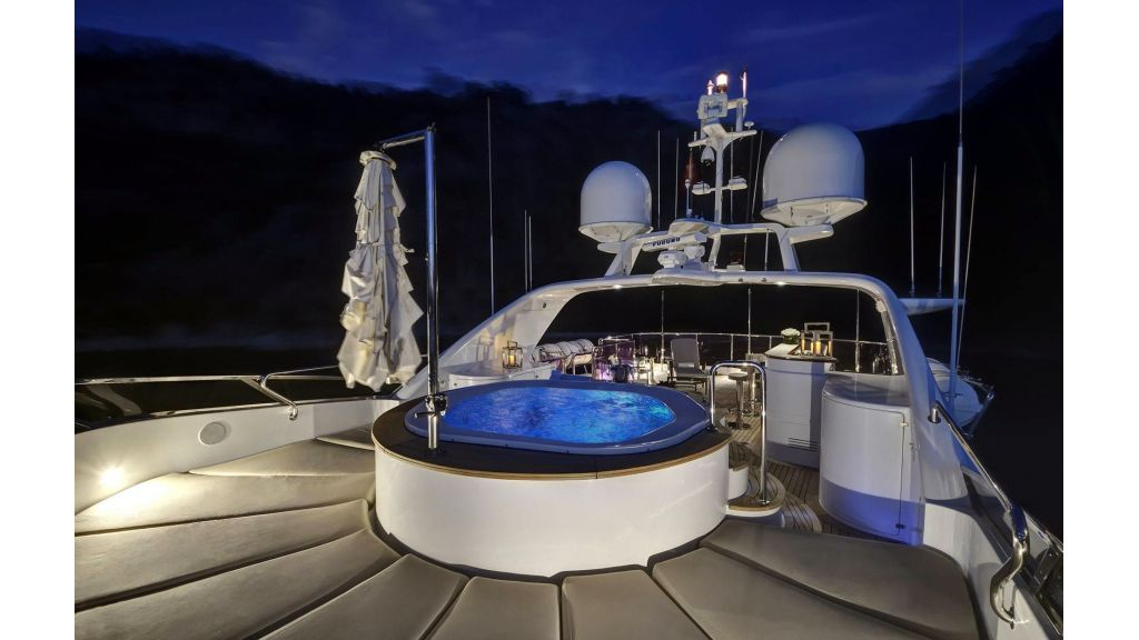 Motor Yacht QuestR (14)