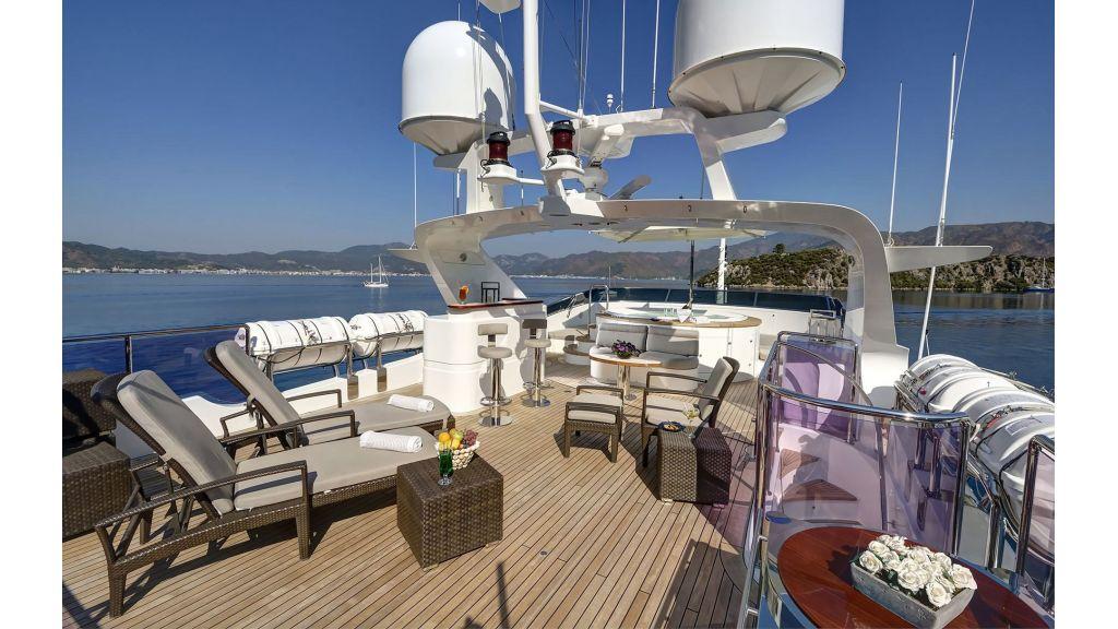 Motor Yacht QuestR (16)