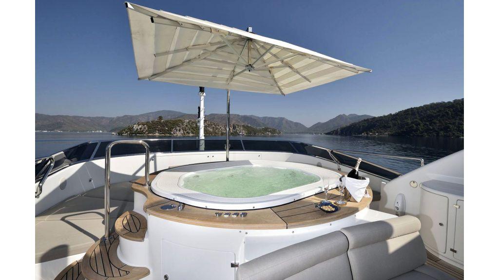 Motor Yacht QuestR (18)