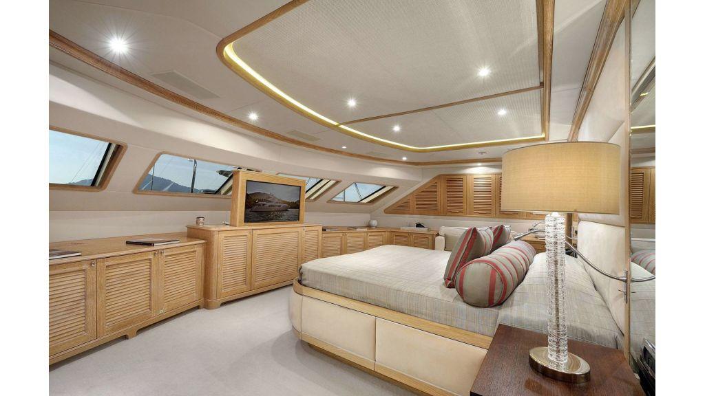 Motor Yacht QuestR (2)