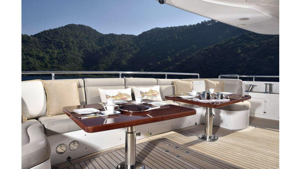 Motor Yacht QuestR (21)