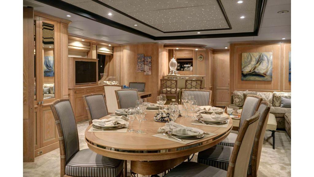 Motor Yacht QuestR (25)